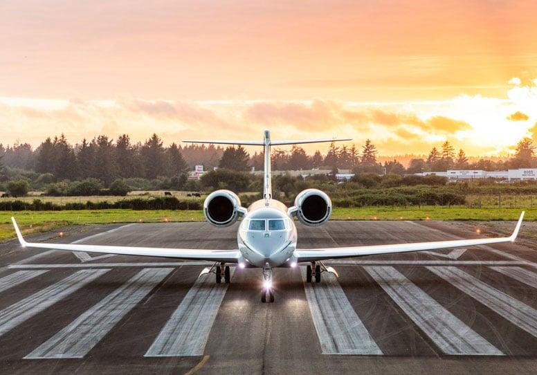 gulfstream on runway